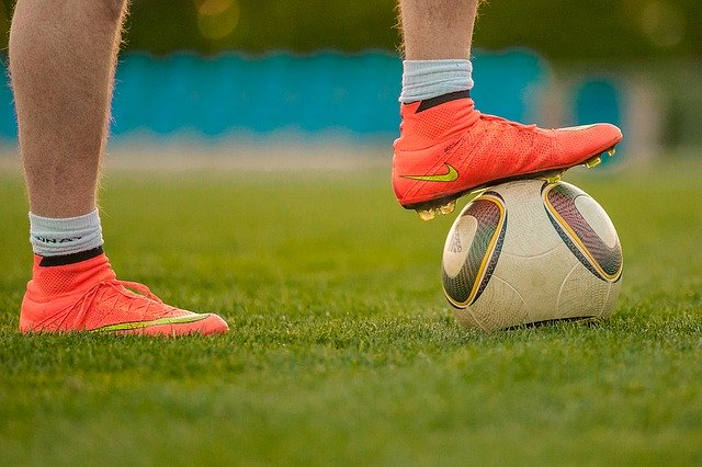 choisir-chaussures-football-terrain-gazon